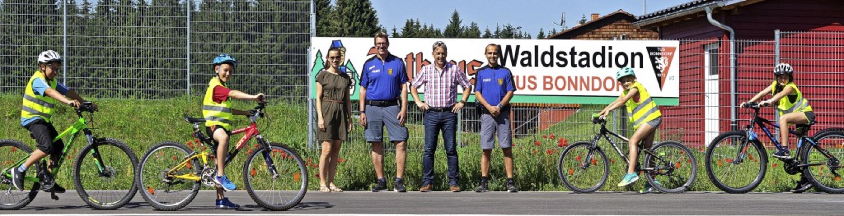 Vera Walter (Klassenlehrerin 4a), Ingo... Bonndorf erstmals in Beschlag nahmen.  | Foto: Wolfgang Scheu