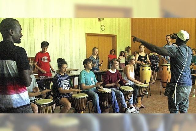 Mit viel Spaß und Rhythmusgefühl an den Trommeln