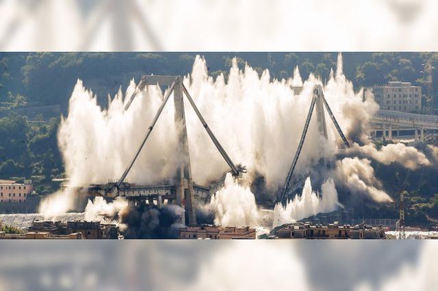 Letzte Pfeiler der Morandi-Brücke in Genua gesprengt