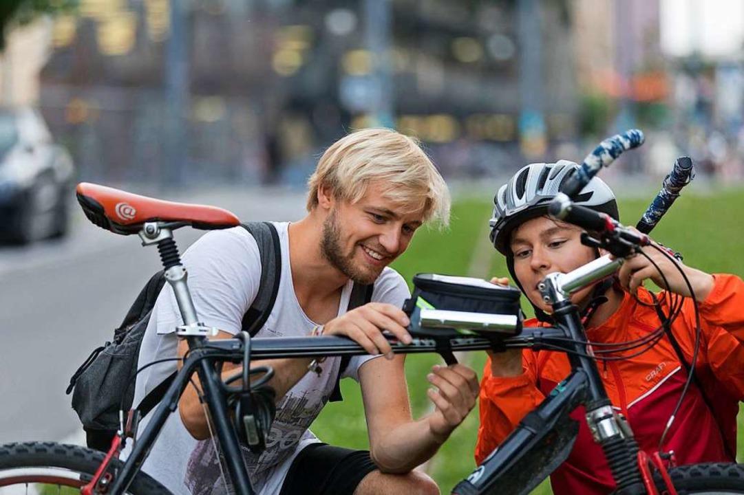 Die Messgeräte lassen sich ganz einfach am Fahrrad befestigen.  | Foto: Jürgen Gocke