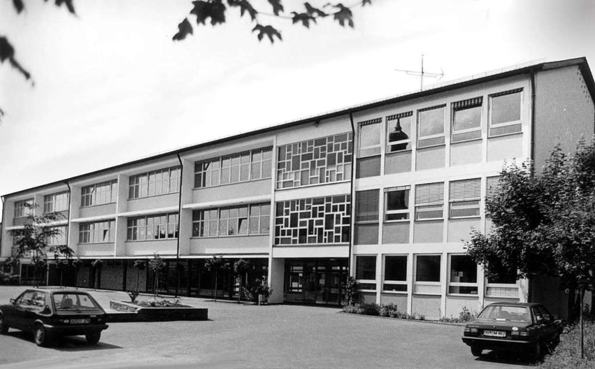 1969 ging die Schule mit dem Flachbau ...ch größtenteils die Grundschule darin.    Foto: privat