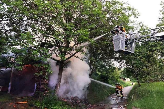 Zwei neue Scheunenbrände: Polizei prüft Zusammenhänge mit Serie