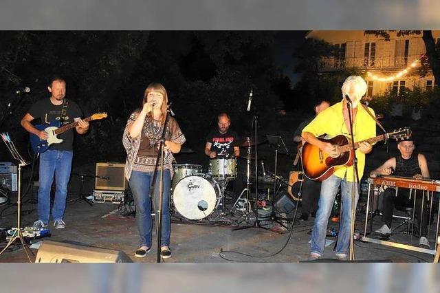 Ein Hauch von Woodstock wehte durch den Rosenhof in Schwand
