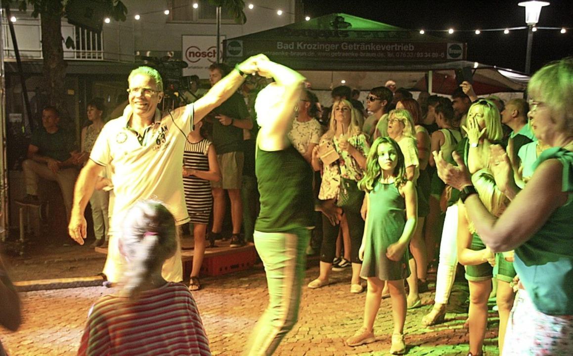 Ruhelos durch die Nacht heizten die Al...ikum mit Partykrachern ordentlich ein.  | Foto: Hans Jürgen Kugler