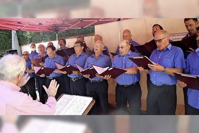 Fröhliche Lieder im Klosterhof
