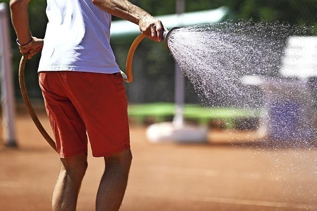 Hitze quält Tennisspieler
