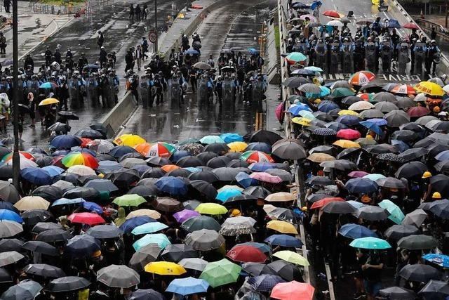 Proteste in Hongkong eskalieren – Demonstranten stürmen Parlament