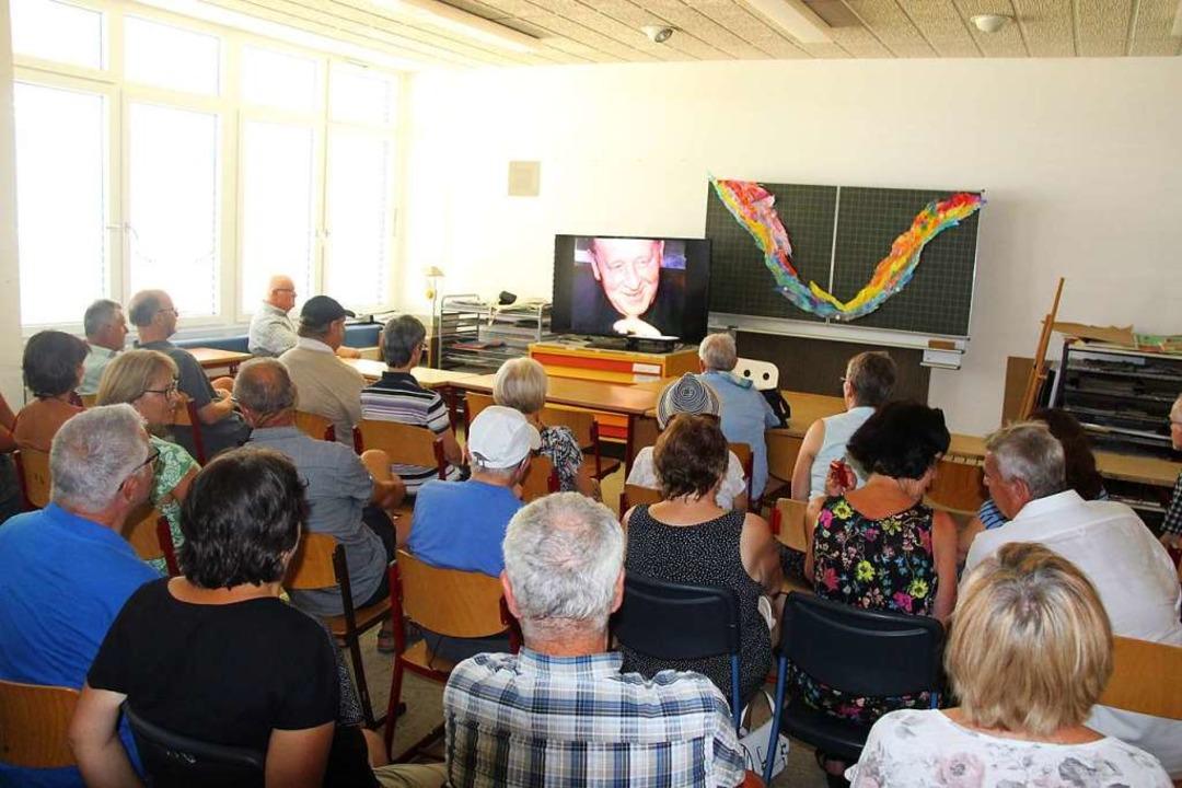 Großes Interesse am Dorffilm aus dem J...9, als die 1200-Jahre-Feier stattfand.    Foto: Horst David