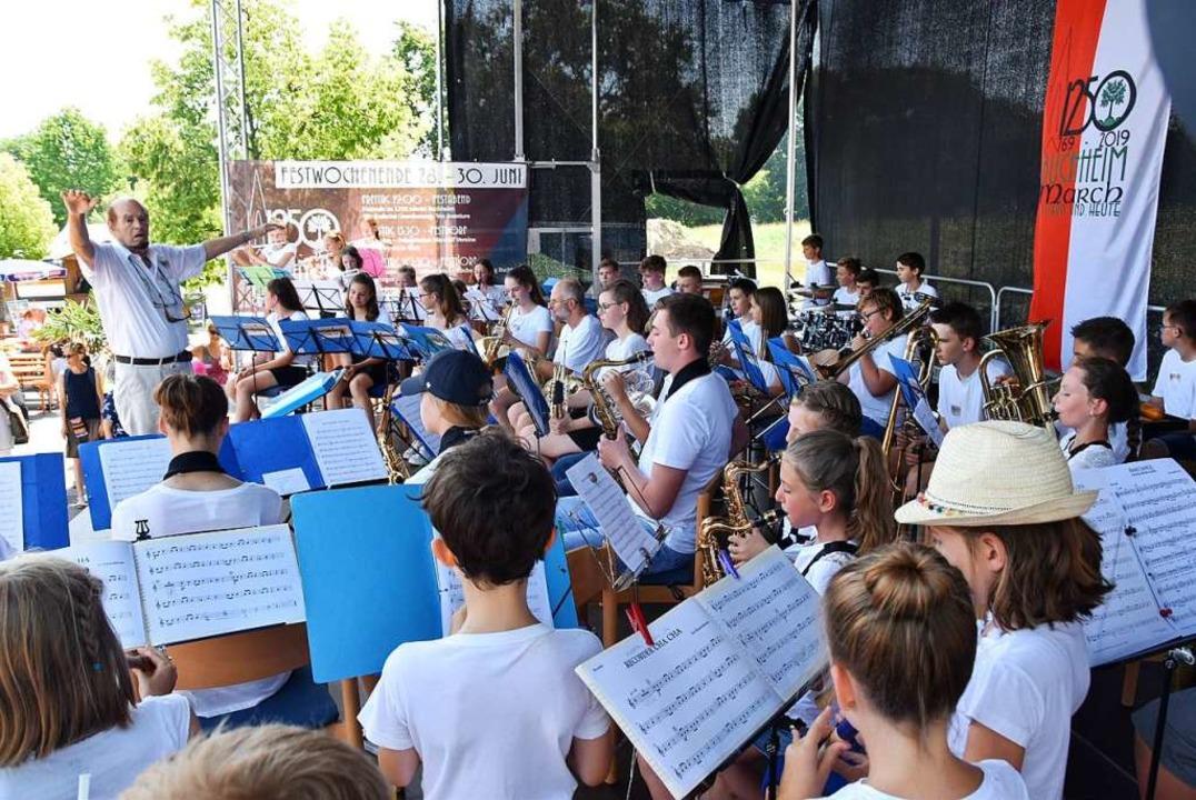 Eigens zum Buchheimer Jubiläum trat ei...d ergänzt durch Marcher Flötenkindern.    Foto: Manfred Frietsch