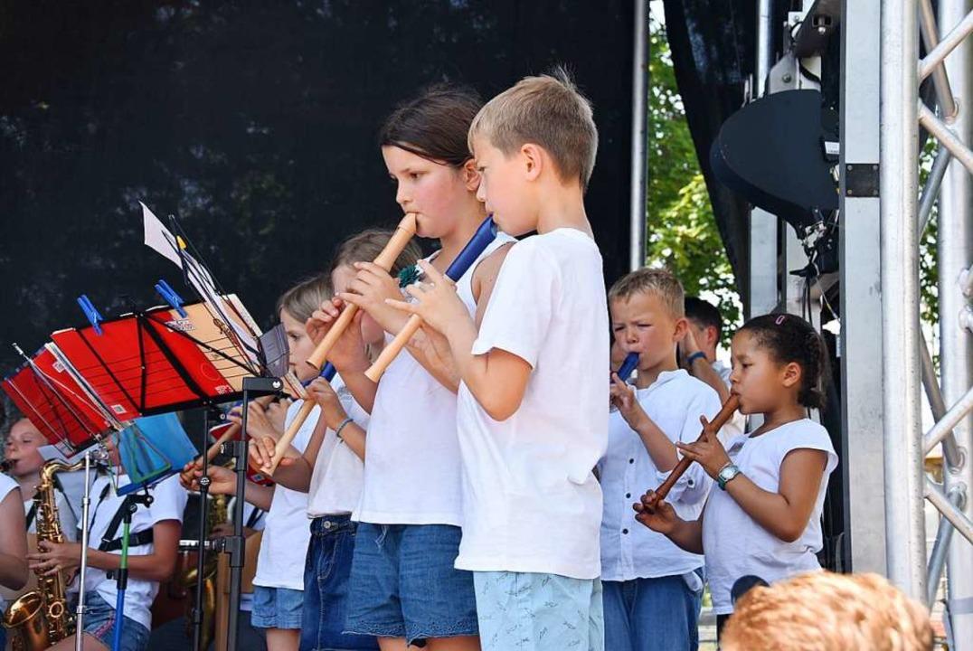 Die Marcher Flötenkinder beim gemeinsa...onzert mit dem Jugend-Projektorchester    Foto: Manfred Frietsch