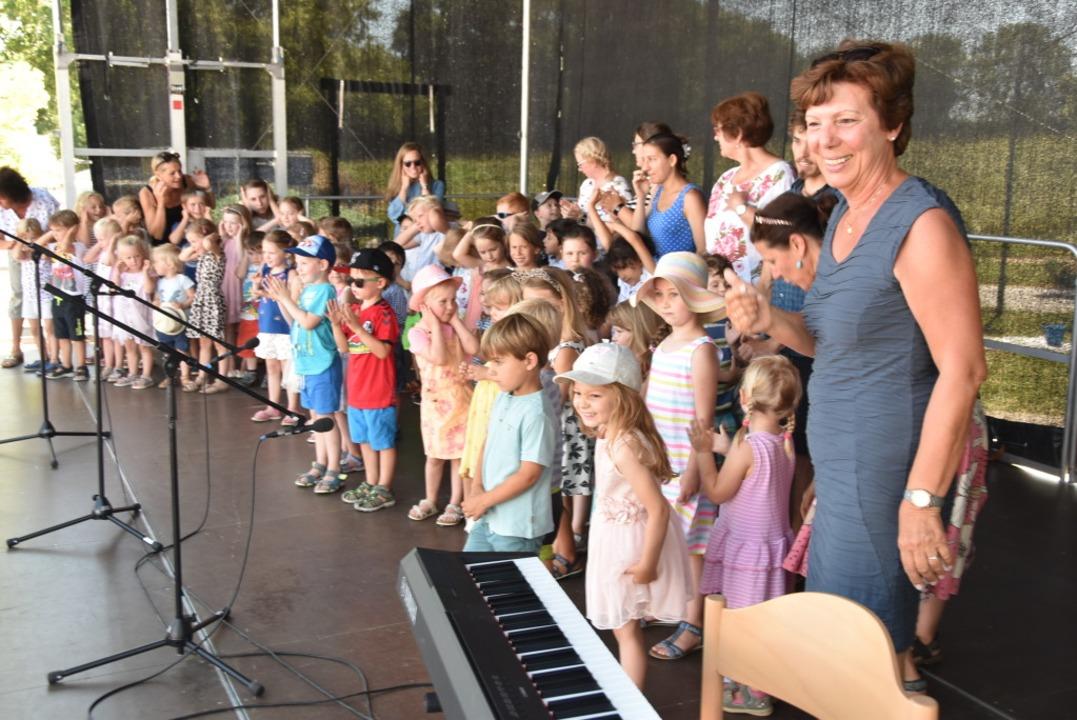Die Kindergartenkinder gewannen mit ih...estbetriebes die Herzen des Publikums.    Foto: Manfred Frietsch