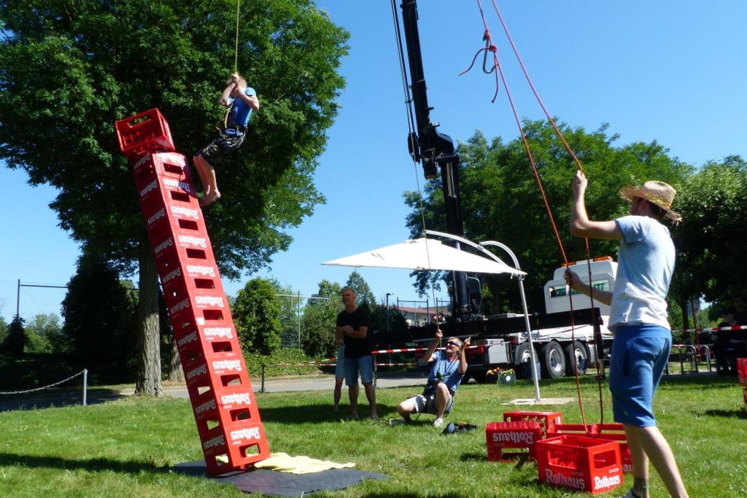 Beim akrobatischen Kistenstapeln war Geschicklichkeit gefragt    Foto: Claudia Bachmann-Goronzy