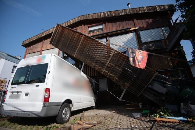 Planschbecken wohl zu schwer: Verletzte bei Balkoneinsturz