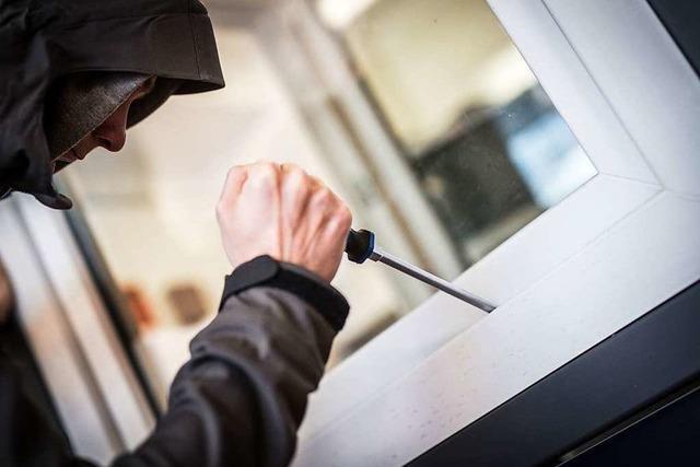 Einbrecher steigen in ein Haus in Waldshut-Tiengen ein