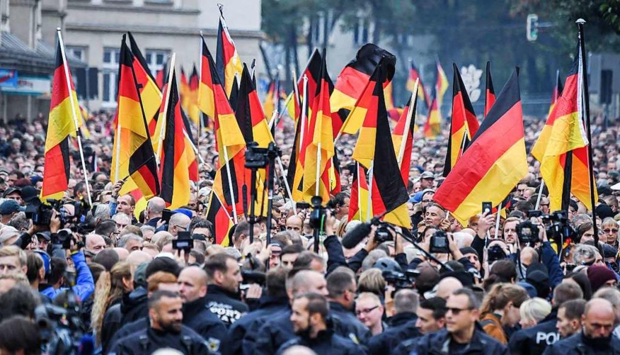 """Wer definiert """"Heimat""""?: D...ration von AfD und Pegida in Chemnitz.    Foto: Ralf Hirschberger"""
