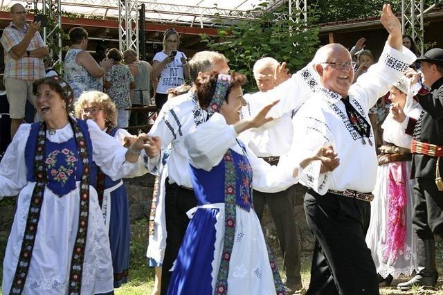 Siebenbürger Sachsen tanzen am Kronenfest