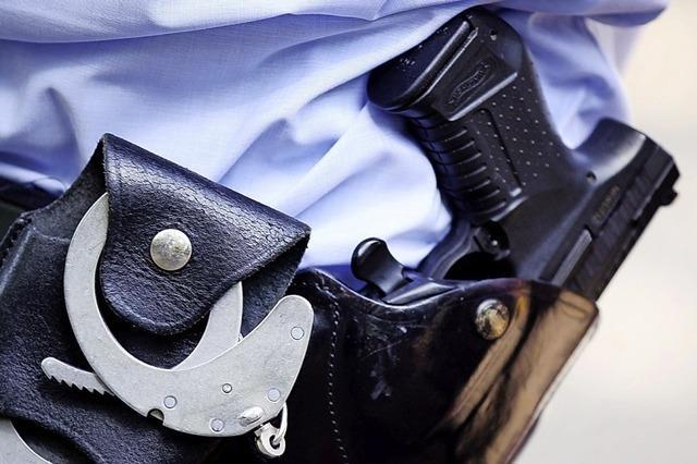 Wie können Polizisten ohne deutschen Pass auf das Grundgesetz schwören?