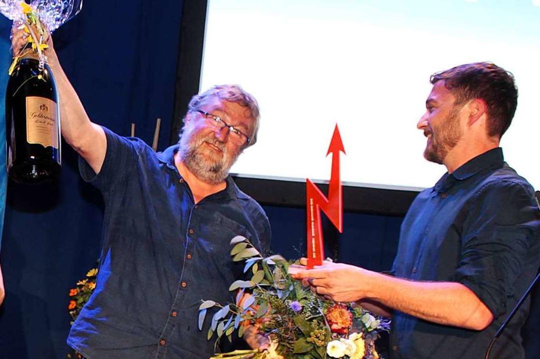 Dirk Vansintjan (Mitte) kämpft seit üb.... Der Preis ist mit 5000 Euro dotiert.  | Foto: Heiner Fabry