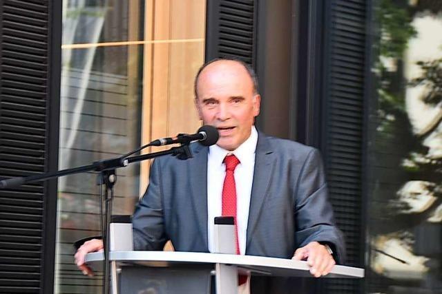 Nach seiner Wiederwahl richtet Bürgermeister Dieter Schneckenburger den Blick nach vorn
