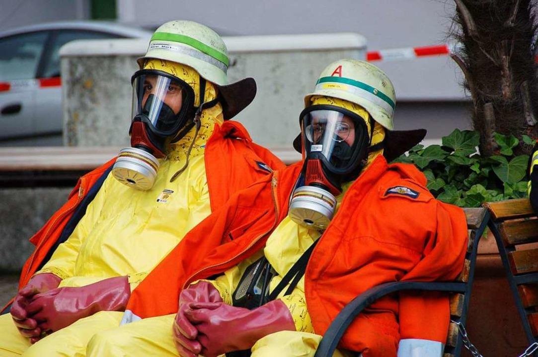 Atemschutzgeräte sind die Lebensversic...das Reinigungspersonal besser schützt.  | Foto: Helmut Seller