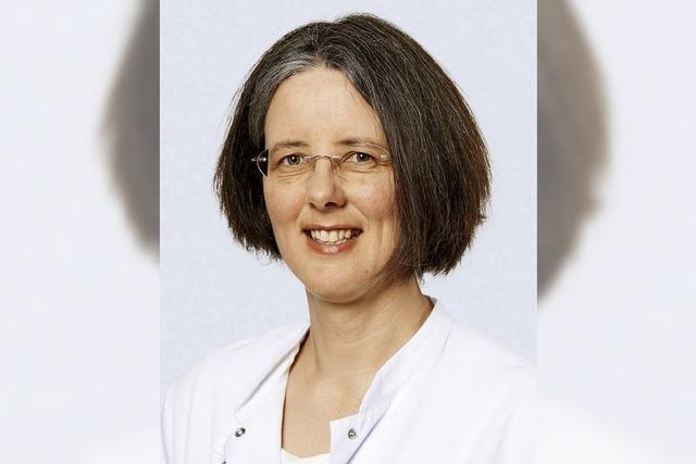 Dr. Sarwiga Riem referiert beim Gesundheitsforum der Kreiskliniken in Lörrach über Gelenkersatz bei Knochenbrüchen