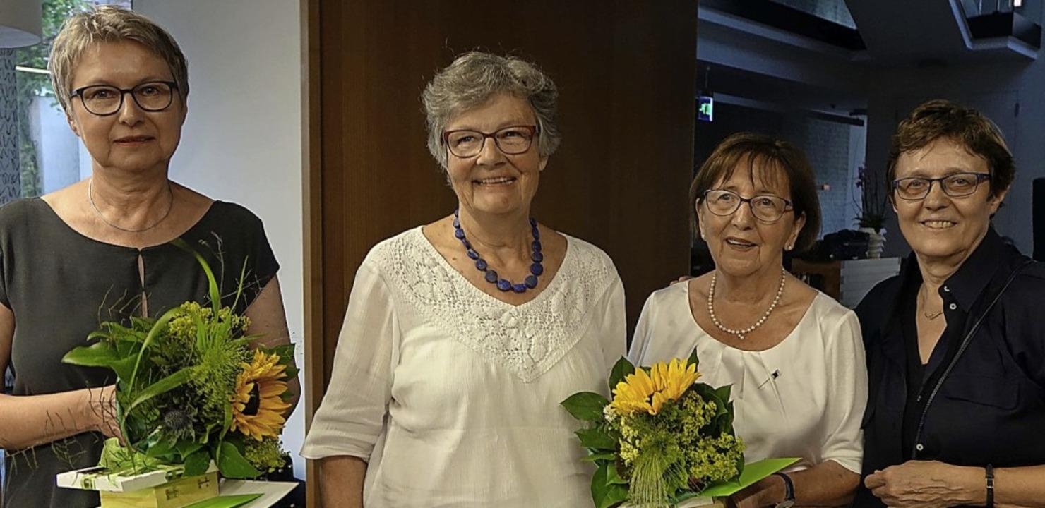 Renate Ginz (Zweite von rechts) und Ch... geeehrt, rechts Gabriele Staufenbiel   | Foto: Roswitha Frey