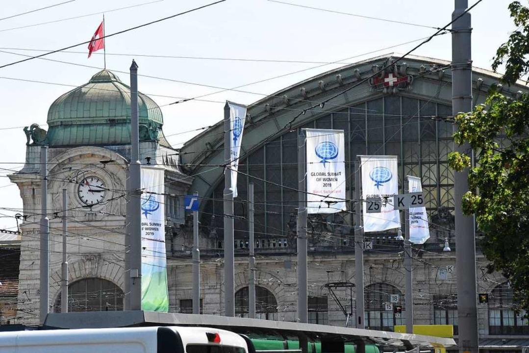 Basel hat für den Global Summit of Wom...rtschaftsgipfel der Frauen,  geflaggt.  | Foto: Kathrin Ganter