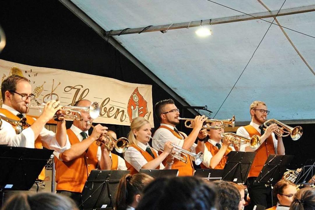Der Musikverein Horben bei seinem Auft...läumskonzert für Dirigent Hubert Amann    Foto: Ralph Fautz