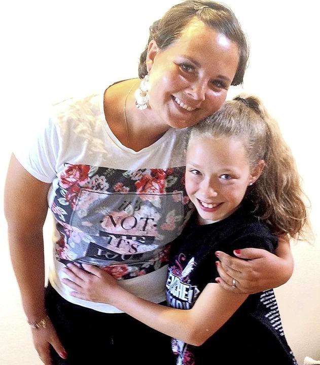 Miriam von Scheibner mit Sydney (r.)   | Foto: privat