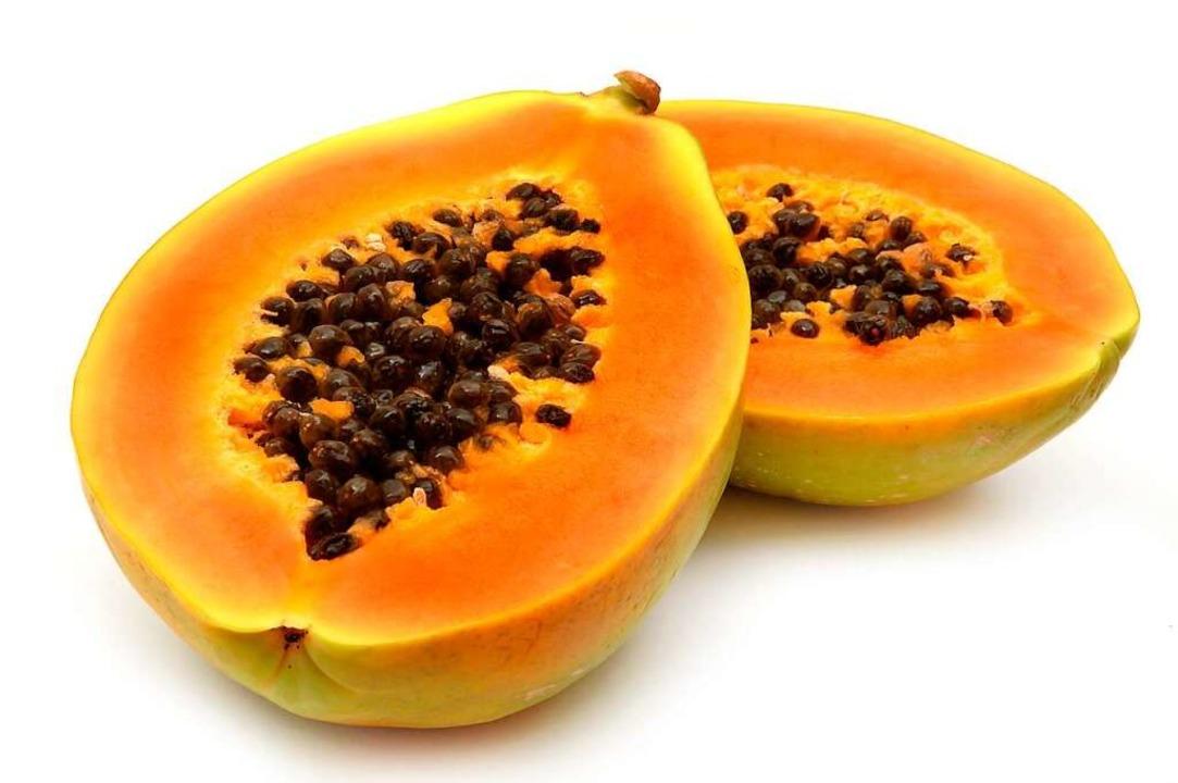 Die Kerne der Papaya sind essbar.    Foto: felinda - stock.adobe.com