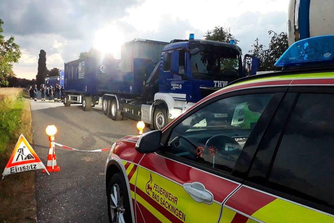 Feuerwehr und Technisches Hilfswerk waren wegen des Stromausfalls in Wallbach.  | Foto: Feuerwehr Bad Säckingen