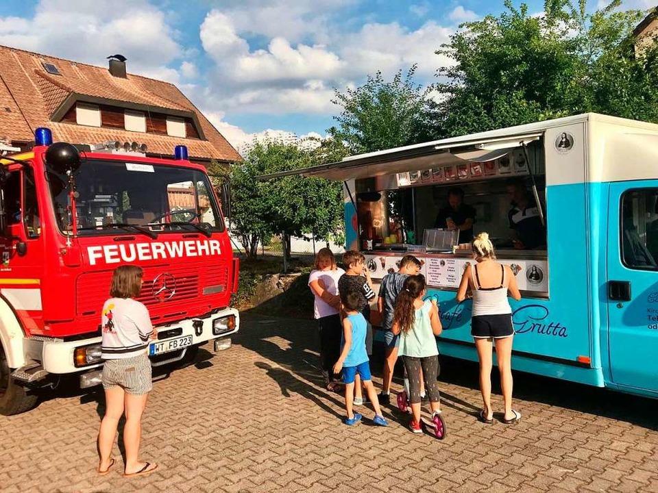 Kostenloses Eis gab es am Dienstag  in Wallbach.  | Foto: Privat