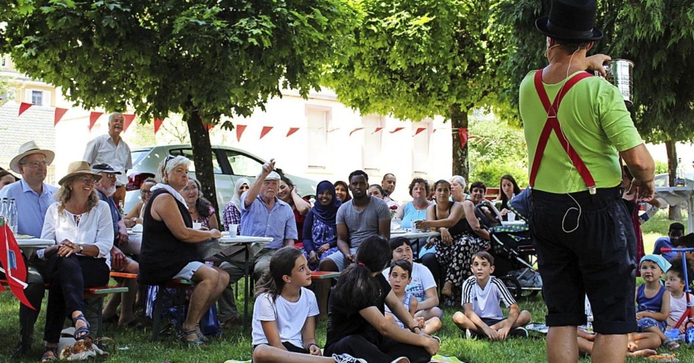 <BZ-FotoAnlauf> Spass im Stadtgarten Z...d hatten Spaß mit Clown Pat (rechts).   | Foto: Martin Klabund