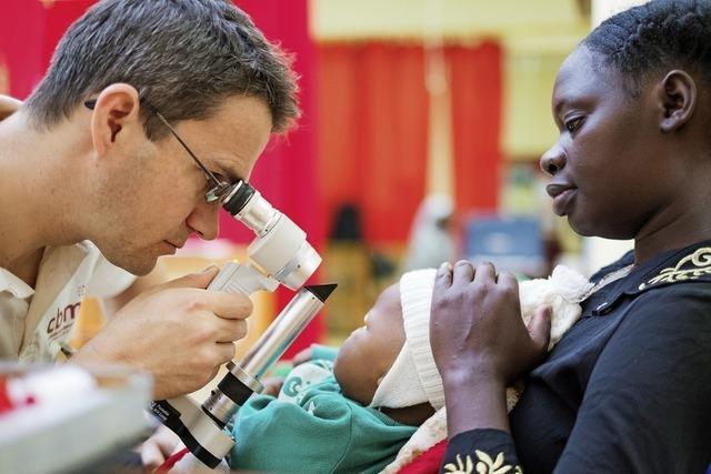 Ein Augenarzt arbeitet in Afrika – damit die Menschen nicht erblinden