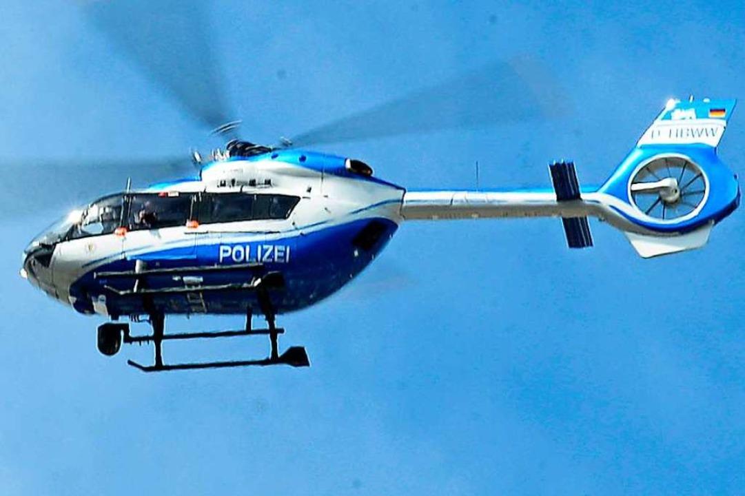 Die Polizei fahndete mit einem Hubschrauber.  | Foto: Ingo Schneider