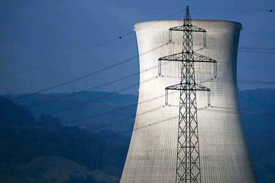 Der Kühlturm des Kernkraftwerks Leibstadt.  | Foto: FABRICE COFFRINI