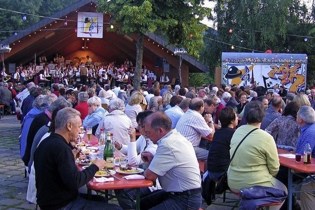 Hock mit Blasmusik in Elzach-Oberprechtal