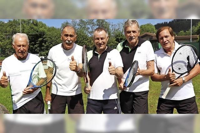 Sieben Spiele, sieben Siege für die Tennissenioren
