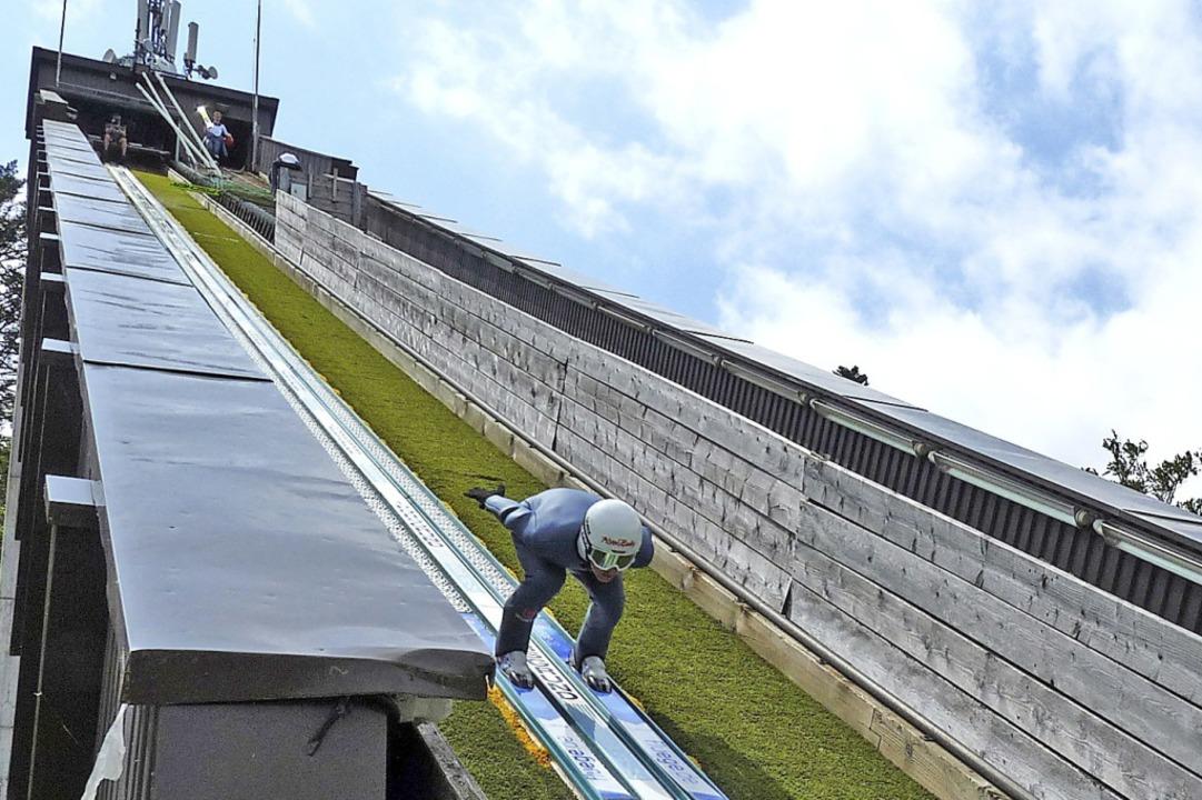 In der Anlaufspur  der sanierungsbedür...ierer Manuel Faißt vom SV Baiersbronn   | Foto: Johannes Bachmann