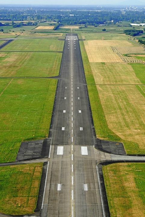 Auf dem Flughafen in Lahr  wurden Atomwaffen ein- und ausgeflogen.   | Foto: Michael Bamberger