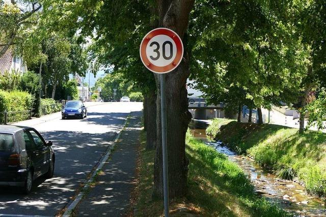 Nun gilt Tempo 30 in der Eisenbahnstraße in Heitersheim
