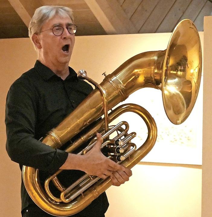 Beim Andreas-Hofer-Lied griff auch zu einer Tuba.  | Foto: Claudia Renk