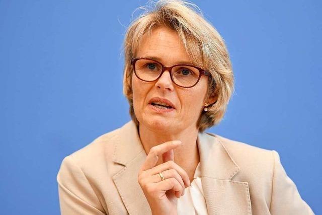 Anja Karliczek: Eisenmanns Forderung nach Zentralabitur geht