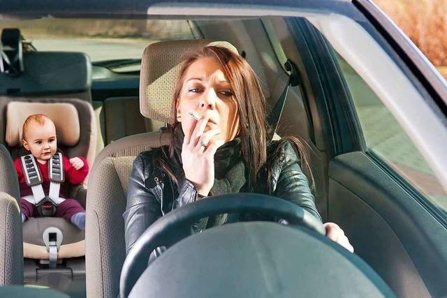 Warum sollten Eltern nicht im Auto rauchen?