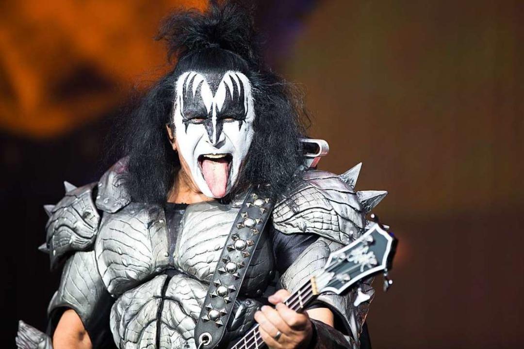 Gene Simmons, Bassist der Rockband Kiss, bei seinem Auftritt in Iffezheim.    Foto: Carlotta Huber