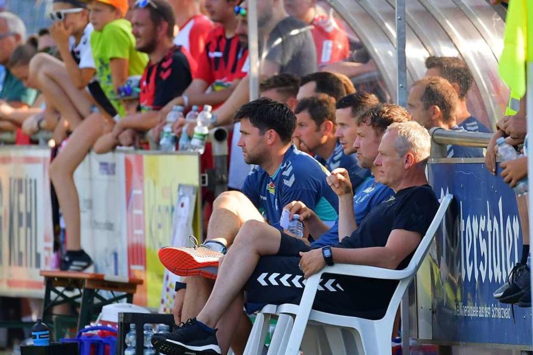 Christian Streich mit seinem Trainerteam.  | Foto: Achim Keller