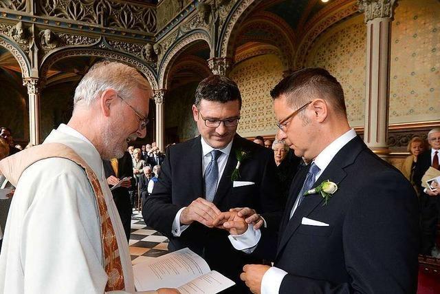 Wie Kirchen auf dem Land mit gleichgeschlechtlichen Paaren umgehen