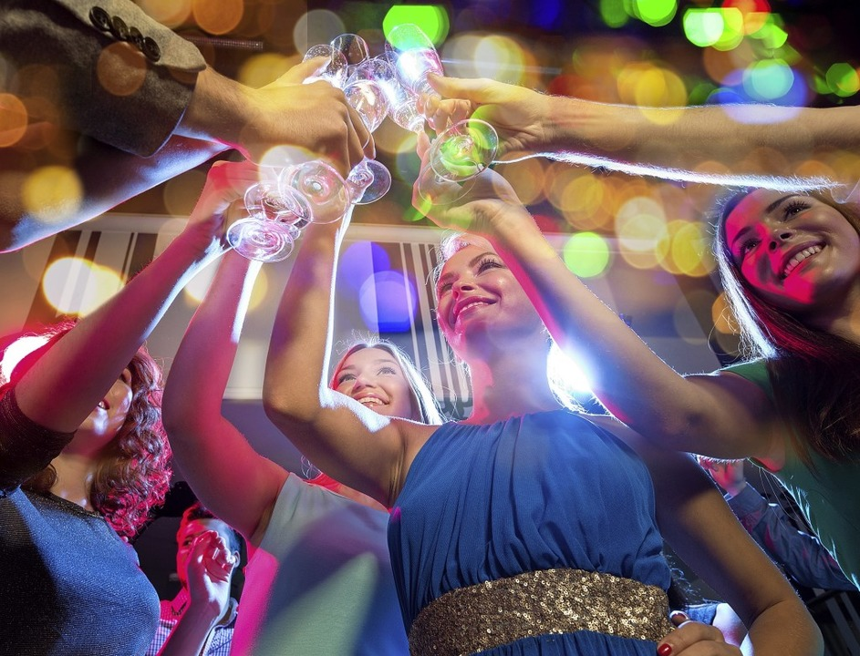 Hoch die Tassen – auf einen erfolgreichen Schulabschluss  | Foto: lev dolgachov