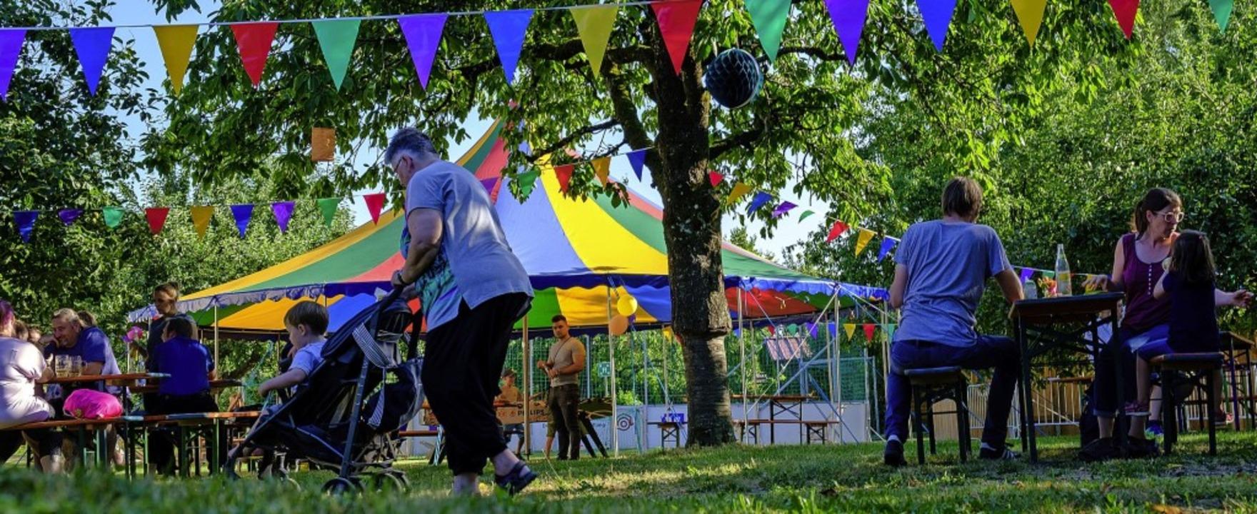 Auch Spielangebote, Bewirtung und Musi... bunten Fest der  Kaltenbach-Stiftung.  | Foto: Ansgar Taschinski