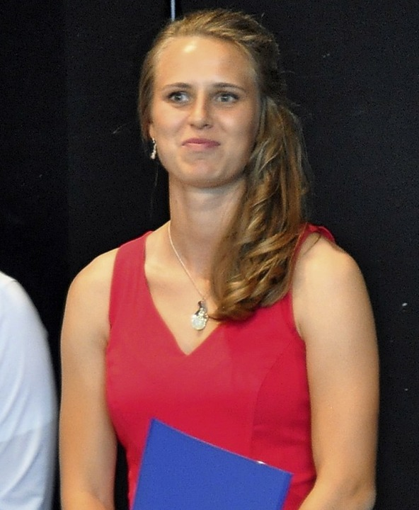 Fußball-Nationalspielerin Klara Bühl  ...izeugnis persönlich in Empfang nehmen.    Foto: Rainer Ruther